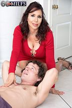 A new 60Plus SEXY HOUSEWIFE who's short 'n' stacked