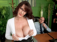 Fucking the huge-titted SEXY HOUSEWIFE who's wearing glasses