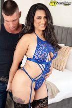 Sexy Latin babe MILF's first on-camera fuck