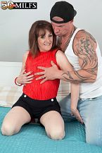 The fresh British MILF copulates the delivery boy